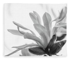 Magnolia Stellata Fleece Blanket