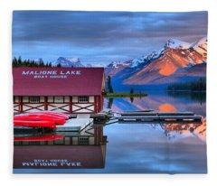 Maligne Lake T-shirt Fleece Blanket