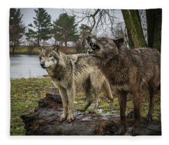 Noisy Wolf Fleece Blanket