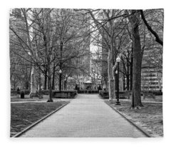 Quiet Morning In Rittenhouse Square In Black And White Fleece Blanket