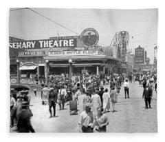 Rosemary Theater Santa Monica Fleece Blanket