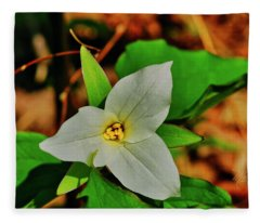 Single White Trillium Fleece Blanket