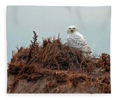 Snowy Owl In The Dunes Fleece Blanket