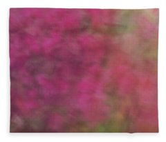 Soft Pastel Flower Like Abstract And Flowing Blurred Design Of Pinks And Greens Fleece Blanket