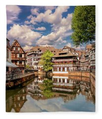 Strasbourg Center Fleece Blanket