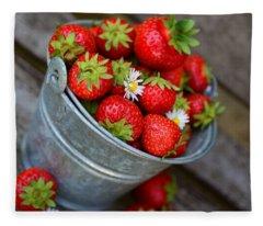 Strawberries And Daisies Fleece Blanket