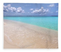 Transparency And Serenity. Maldives Fleece Blanket