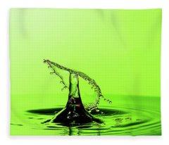 Water Drop Collision Fleece Blanket