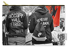 Carry-all Pouch featuring the photograph Che At Occupy Wall Street by Lilliana Mendez