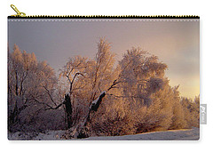 Carry-all Pouch featuring the photograph Northern Light by Jeremy Rhoades