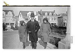Brazilian Advisor Manuel Coelho Rodrigues With His Children In Washington Carry-all Pouch