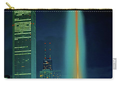 Carry-all Pouch featuring the photograph Buckingham Fountain  Chicago Landmark by Tom Jelen