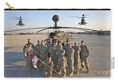 Group Photo Of U.s. Soldiers At Cob Carry-all Pouch