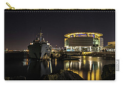 Carry-all Pouch featuring the photograph Jamaica Bay At Discovery World by Randy Scherkenbach