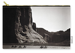Navajos: Canyon De Chelly, 1904 Carry-all Pouch