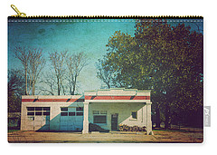 Carry-all Pouch featuring the photograph Old Mechanic Shop On 81 Oklahoma by Toni Hopper