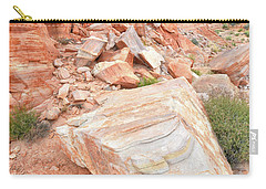 Carry-all Pouch featuring the photograph Sandstone Arrowhead In Valley Of Fire by Ray Mathis