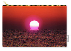 Carry-all Pouch featuring the photograph Sizzling Sunrise by D Hackett