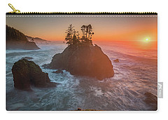 Carry-all Pouch featuring the photograph The Golden Sunset Of Oregon Coast by William Lee