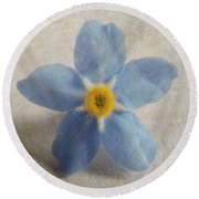 Myosotis 'forget-me-not'- Single Flower Round Beach Towel