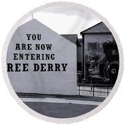 Free Derry Corner 7 Round Beach Towel