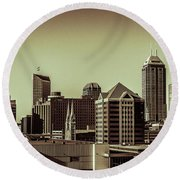 Indianapolis Skyline - Black And White Round Beach Towel