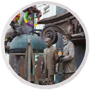 Russian Super-artist Sculptures, Zurab Round Beach Towel