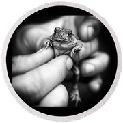 Toad In Hand Round Beach Towel