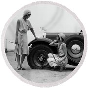 1930s Two Women Confront An Automobile Round Beach Towel