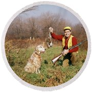 1950s Man With Hunting Dog And Gun Round Beach Towel