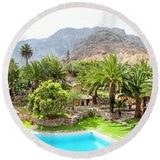 360 Degree View Of The Oasis Round Beach Towel