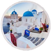 Oia Town On Santorini Greece Round Beach Towel