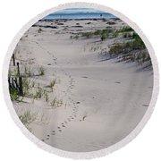 A Gull's Walk To The Ocean Round Beach Towel
