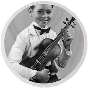 A Proud And Elegant Violinist Round Beach Towel by Underwood Archives