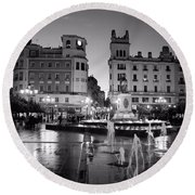 A Wet Dusk In Cordoba Bw Round Beach Towel