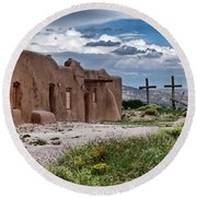 Abandoned Church In Abiquiu New Mexico Round Beach Towel