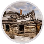 Abandoned Home Or Business Round Beach Towel by Sue Smith