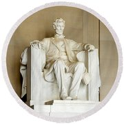 Abraham Lincolns Statue In A Memorial Round Beach Towel