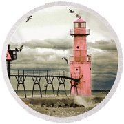 Algoma Pierhead Lighthouse Round Beach Towel