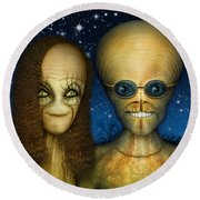 Alien Couple Round Beach Towel