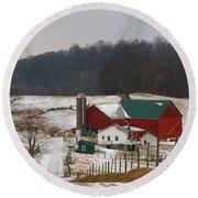 Amish Barn In Winter Round Beach Towel