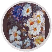 Another Cluster Of Daisies Round Beach Towel
