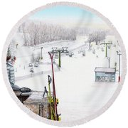 Apres-ski At Hidden Valley Round Beach Towel