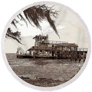 Tugboat From Louisiana Katrina Round Beach Towel