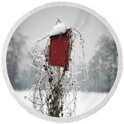 At Home In The Snow Round Beach Towel