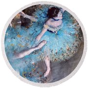 Ballerina On Pointe  Round Beach Towel