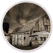 Barn On Hwy 66 Round Beach Towel