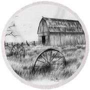 Barn With Crows Round Beach Towel