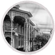 Before The Gates Open In Black And White Walt Disney World Round Beach Towel