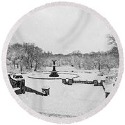 Bethesda Fountain In Central Park Bw Round Beach Towel